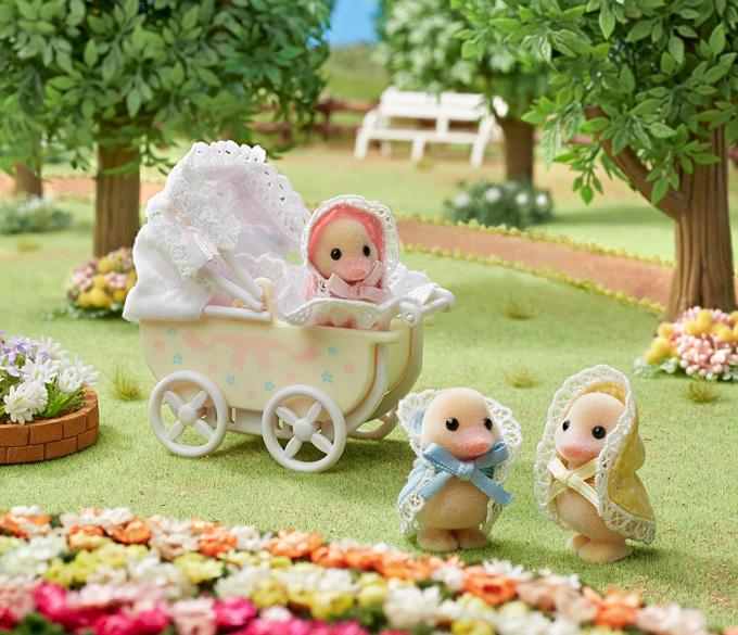 Te koop schattige eendjes drieling en kinderwagen